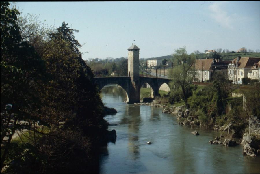 Vue générale sur le Pont Vieux et le gave de Pau.
