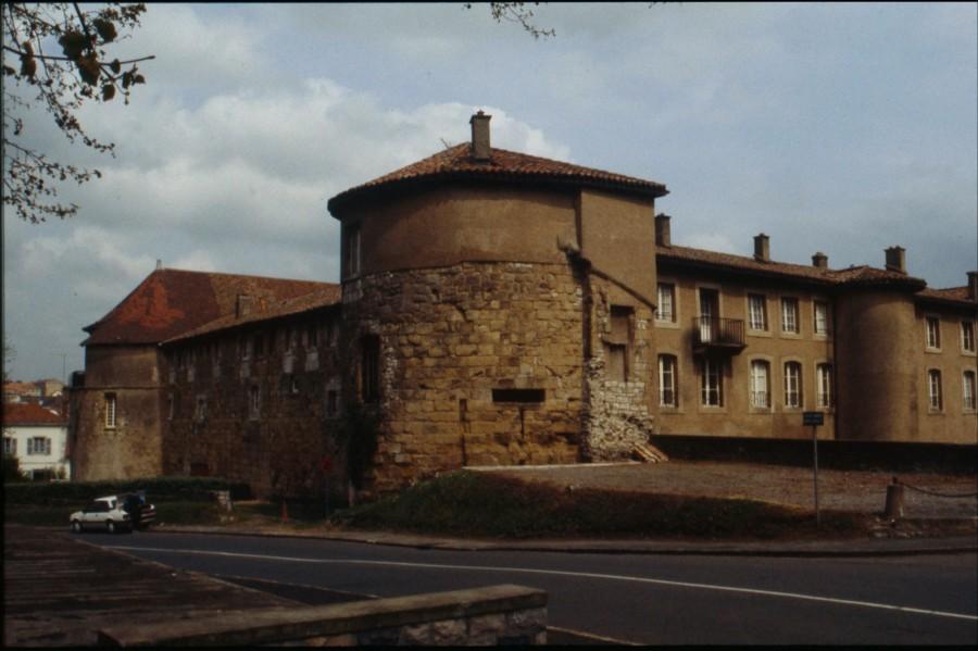 Arrière du château, vue du rempart Lachepaillet