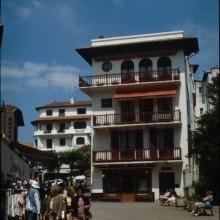 Rue Léon Gambetta, au niveau de l'ancienne charcuterie Heuty, aperçu de l'Agence Benquet