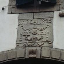 Linteau avec le texte suivant : BARCA 1825